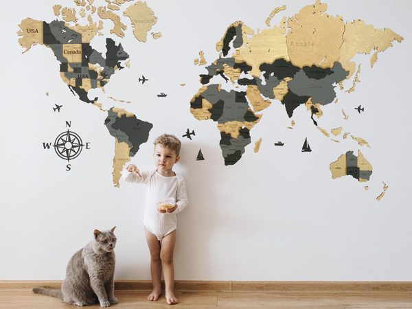 Багатошарова дерев'яна карта світу на стіну бежевий та сірий кольори