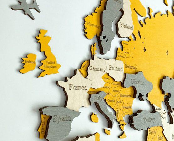 Багатошарова дерев'яна карта світу жовтого кольору