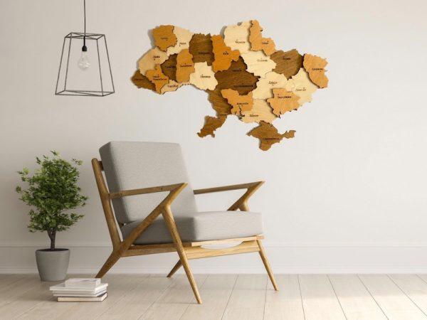 Багатошарова дерев'яна карта України у коричневих відтінках